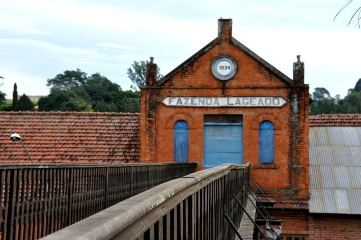 Após articulações de deputado, fazendas Lageado e Edgardia são doadas à FCA -     O deputado Fernando Cury participou na última semana de uma reunião na Secretaria do Patrimônio da União, órgão pertencente ao Ministério do Planejamento, Orçamento e Gestão, em Brasília. Após cerca de um ano de articulações, com reuniões em São Paulo e também na capital federal, o de - http://acontecebotucatu.com.br/geral/apos-articulacoes-de-deputado-fazendas-lag