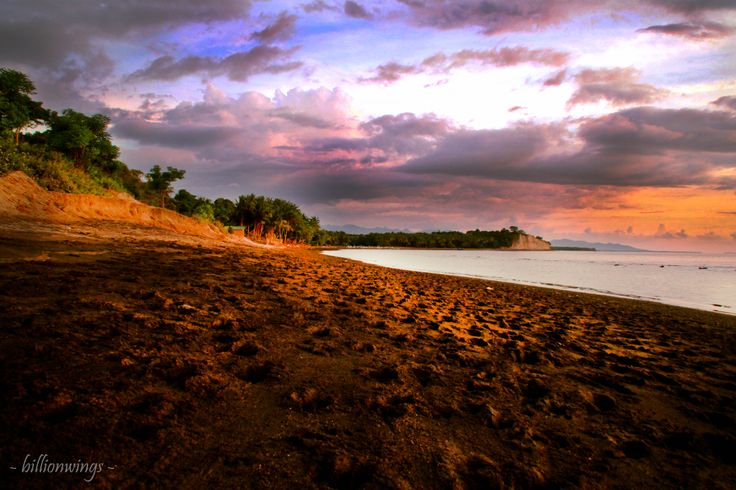 Tepian pantai, menanti dia kembali..