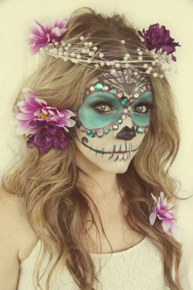 idee sugar skull makeup frau aqua weiß blumen haare