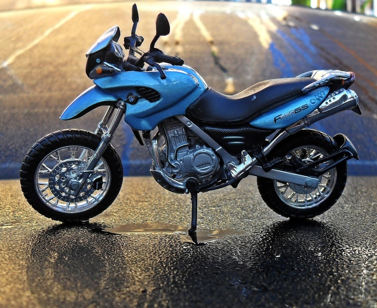 This picture is actually captured for it's photographic quality.    Mini BMW F650GS..