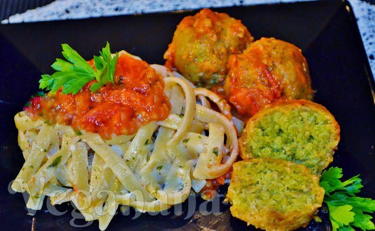 Almôndegas de Grão de Bico com Molho de Tomates ~ Veganana