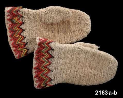 Traditional wool mittens from Järvsö, Hälsingland. Nordiska Museet, Stockholm. Came to the museum 1873. http://www.digitaltmuseum.se/things/vantar/S-NM/NM.0002163A-B