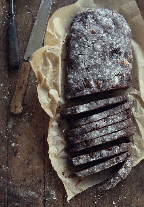 チョコレートとアーモンドのビスコッティ