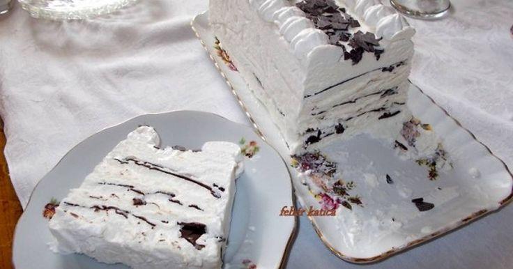 Mennyei Viennetta fagylalt torta házilag recept! Próbáltál már készíteni fagylalt tortát otthon? Hidd el nem ördöngösség, és megéri a munkálatokat. A látvány és az ízvilága magáért beszél. Nagyon egyszerű, és nem kell hozzá semmi különösebb eszköz. A  fagyasztóban mindig készen állhat minden eshetőségre, egy váratlan vendég jövetele, vagy egy ebédet, vagy vacsorát kísérő desszert. Most a születésnapomat köszöntő Szeretteimet leptem meg vele.