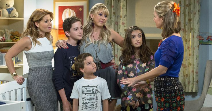 'Fuller House' Trailer Reveals First Footage from Netflix Revival -- Ellen has debuted the full-length trailer for Netflix's revival series 'Fuller House', which shows off the first footage from upcoming episodes. -- http://movieweb.com/fuller-house-trailer-netflix-series/