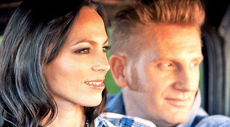 Since Joey Feek passed away on March 4, celebrities of all kinds, not just country music stars, have been honoring her...