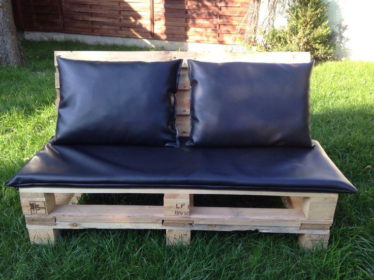 Sofa z palet z poduchami