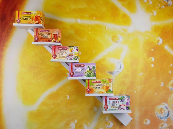 Schräges Teeregal für deine Küche. Upcycling,Deko,Küche, Esszimmer, Wohnung, Deko, Regal, weiß, Holz, upcycling, Tee, Tea, schön, dekorieren, Dekoration, selbstgemacht, schräg, Leiste