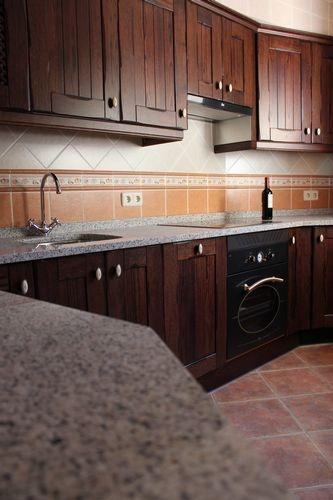 Dise o de cocinas dise o de cocinas en chinchon madera - Encimera granito blanco ...