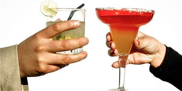 Uno de los beneficios de dejar de beber alcohol es que disminuyen las probabilidades de tener cáncer.