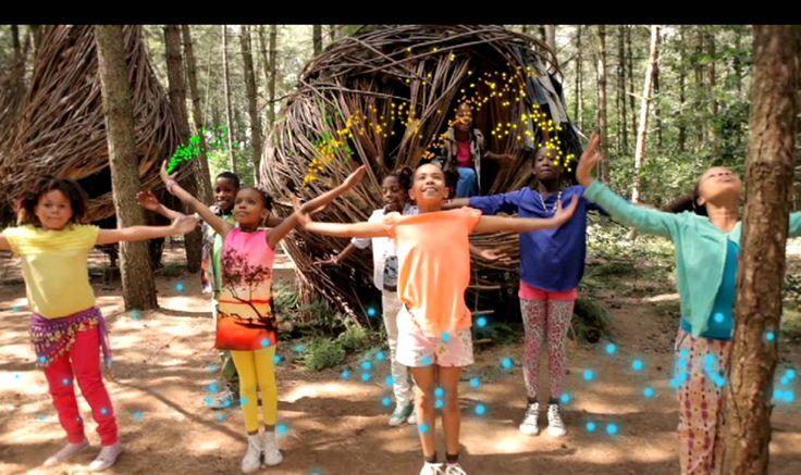 Kinderen voor Kinderen 33 - Hallo Wereld (Officiële videoclip)
