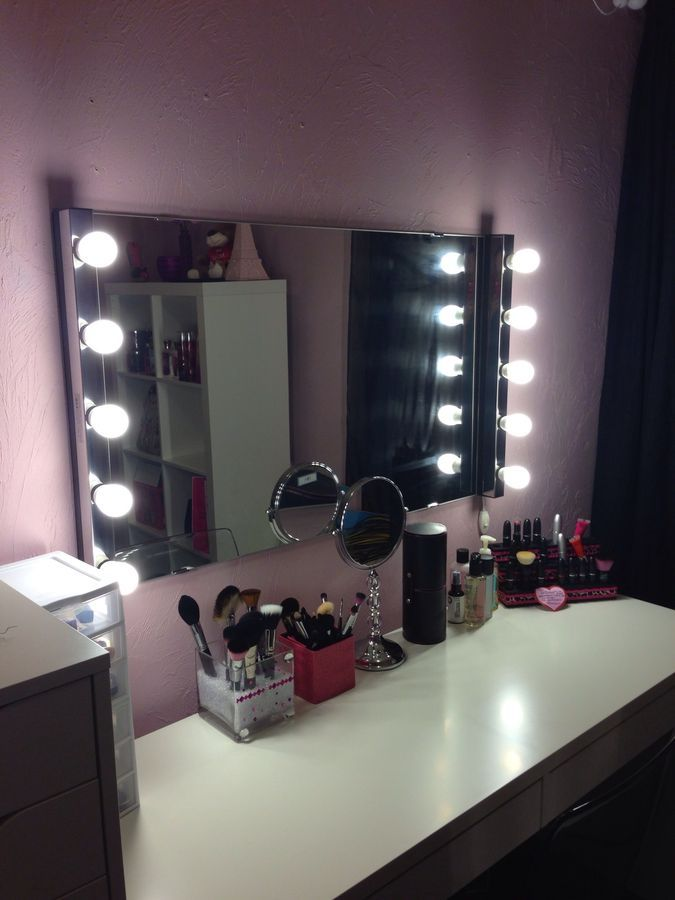 hollywood mirror lights mirror vanity and makeup desk with mirror. Black Bedroom Furniture Sets. Home Design Ideas