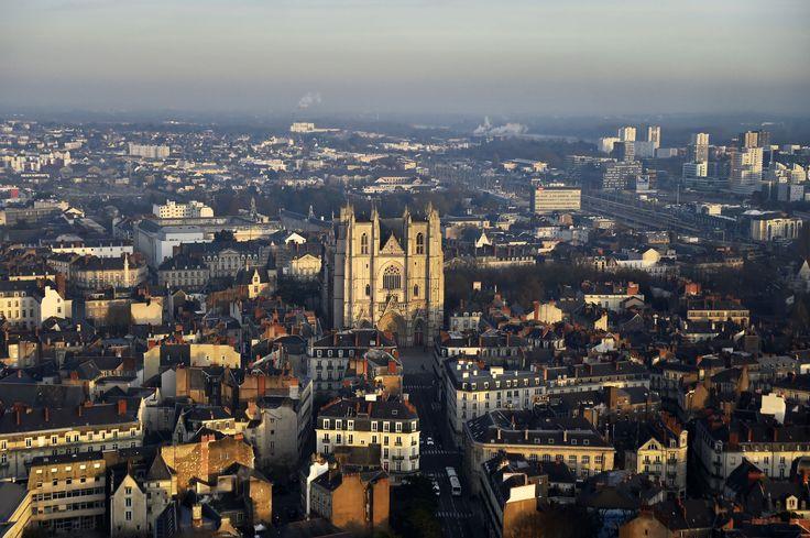 Les éboueurs bloquent les sites de collecte des déchets à Nantes