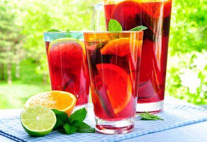 Mocktail Cardinal : 2 oz jus de canneberge, 2 oz soda gingembre, 1/2 oz jus de citron, 1 oz jus d'orange. Délicieux!!