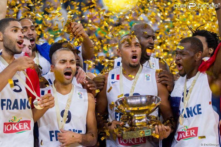 Tony Parker et Boris Diaw après la finale de l'Eurobasket remportée par la France face à la Lituanie (80-66). La France est championne d'Europe 2013 de basket !