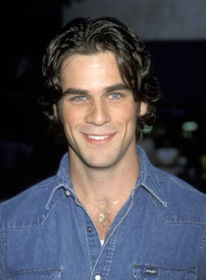 Eddie Cahill As Tag Jones Dates His Boss Rachel Green & Is Dumped On Rachel's 30th Borthday Because He Is Younger Than her