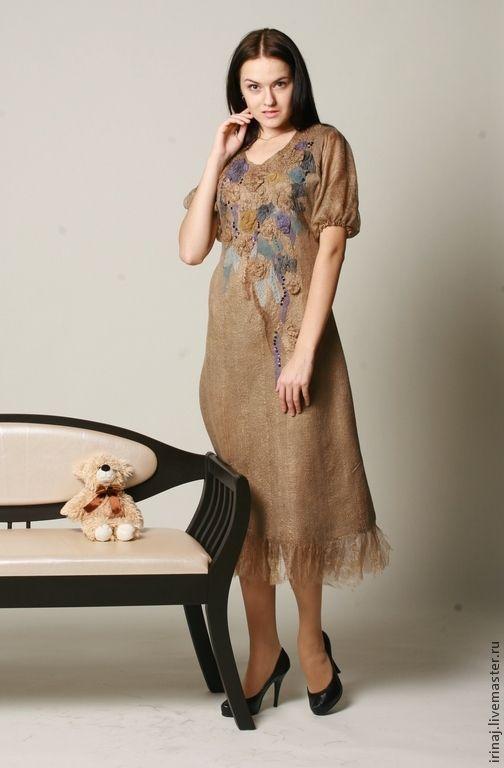 Купить или заказать валяное платье ' Ностальгия' в интернет-магазине на Ярмарке Мастеров. Цельно валянное платье из разреженного шелка и мериноса. Ручного крашения. Очень нежное и элегантное. Фото, к сожалению, не передает волшебного блеска шелка. 'Рваный' подол придает особый шик.