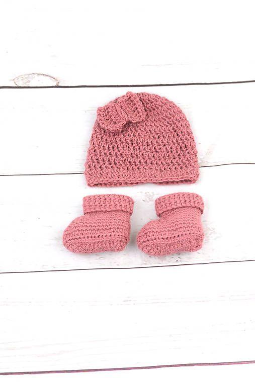 Súprava pre novorodenca je ručne háčkovaná z prírodného materiálu - z kvalitnej nórskej extra jemnej červenohnedej 100% alpaky vhodnej pre citlivú detskú pokožku. Súpravička je ten...