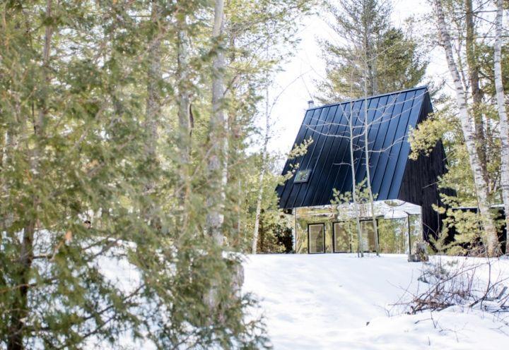 Lake Cottage. UUfie. Canada.