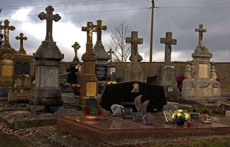 Auch bei unseren französischen Nachbarn, ... begeht man heute den Volkstrauertag und gedenkt der Toten.