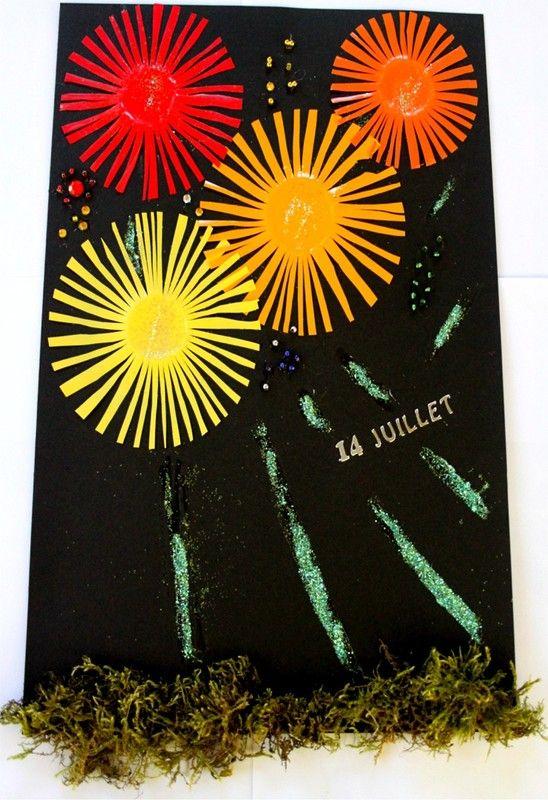 vuurwerk maken van geverfde plastic bekers. eerst de bekers 'inknippen' en dan verven in felle kleuren. Daarna op zwart papier plakken.