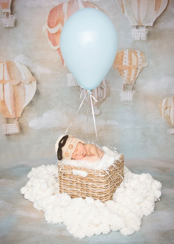 Adorable!! Love hot air balloons! So whimsical. Perfect for baby themed things!