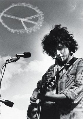 """Arlo Guthrie's memorable Woodstock performance which began with """"Coming into Los Angeles"""" and ended into a psychedelic muddle is still seen as a memorable moment at Woodstock."""