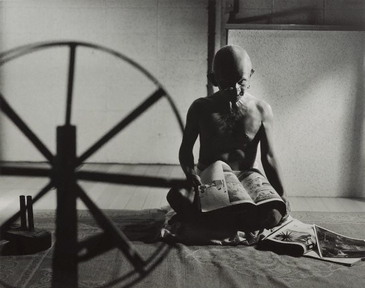 An image of A requiem: spinning a thread between the light and the earth/1946, India by MORIMURA Yasumasa