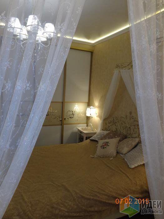 Изящная спальня, кровать с балдахином