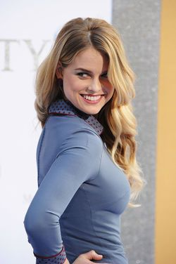 vignette.wikia.nocookie.net marvelmovies images 7 7e Alice_Eve.jpg revision latest scale-to-width-down 250?cb=20110412200213