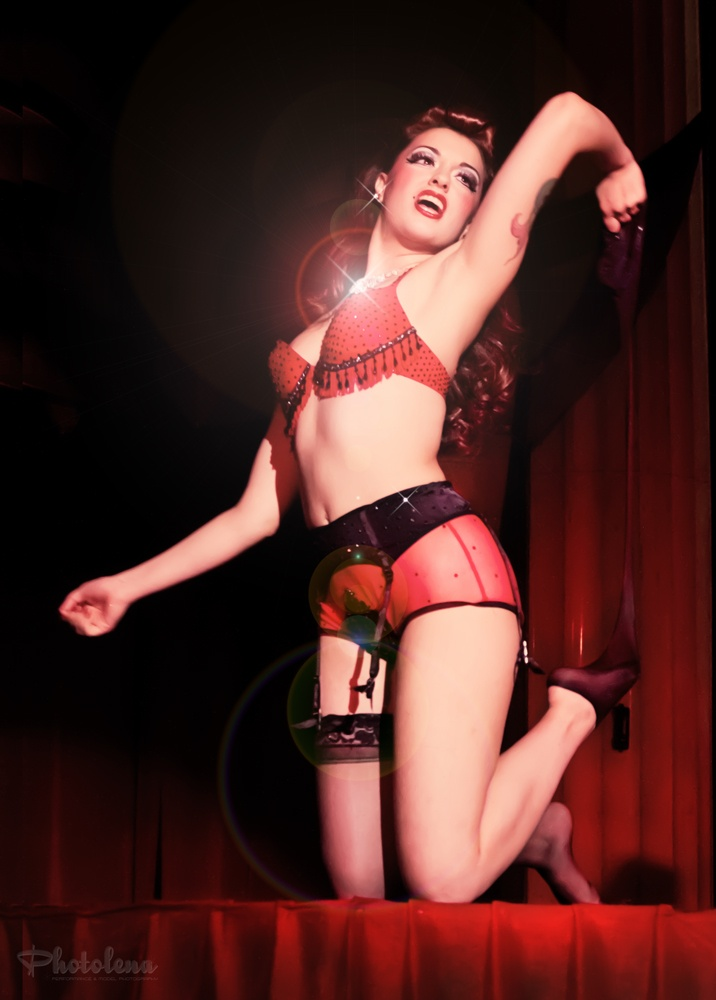Burlesque performer Dolly Berlin at Detroit's Theatre ...