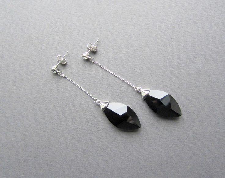 Lange zwarte geplatineerde kristallen oorbellen