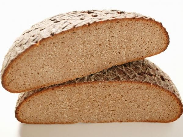 Αντικαταστήστε το ψωμί ολικής αλέσεως με ψωμί σικάλεως. Το ψωμί σικάλεως θα σας κρατήσει περισσότερο χορτάτους, με τις ίδιες περίπου θερμίδες.