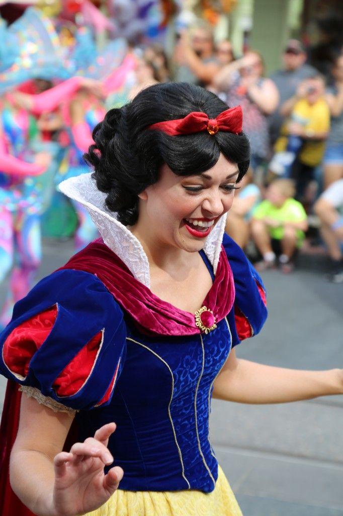 Snow White Walt Disney World Festival of Fantasy Parade