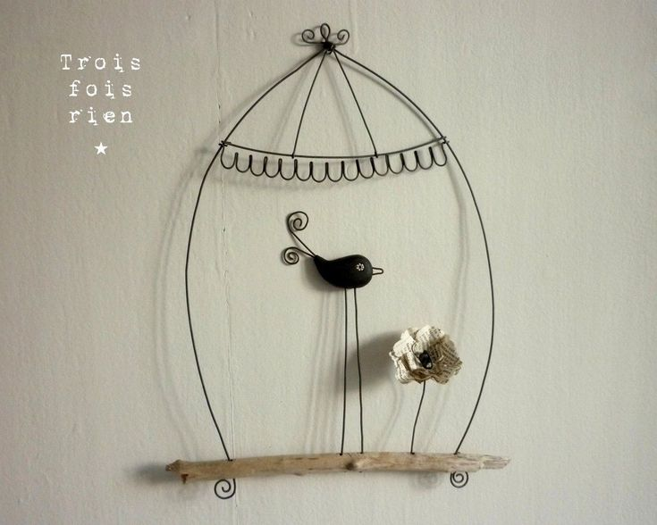 July 14th: a French site on a French holiday :). This site has all kinds of wire art, including a serie of birdies.