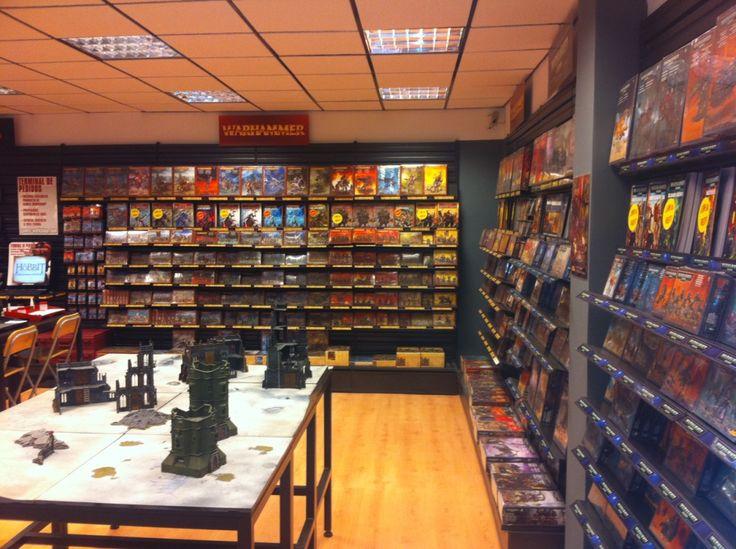 Reformas de locales comerciales en Madrid,  Games Workshop (Paseo de la Castellana). Adecuación de locales a tiendas de venta de maquetas. Se reutilizan materiales y se realiza una reforma mínima pero que resulte funcional. Más info: http://blog.ago-construcciones.com/reformas-de-locales-comerciales-en-madrid-games-workshop/