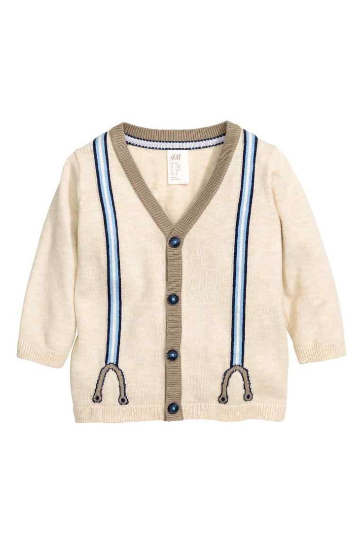 Fijngebreid vest: Een fijngebreid vest van zachte katoenmix met een ingebreid motief in de vorm van bretellen aan de voor- en achterkant. Het model heeft een V-hals, een knoopsluiting en contrasterende elleboogstukken. ------ 14.99€
