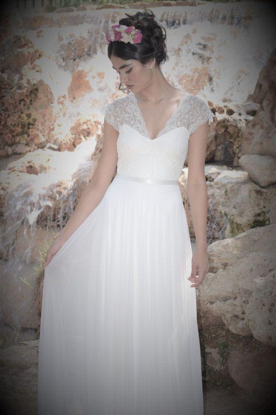 ... Spitze on Pinterest  Hochzeitskleid mit Spitze, Brautkleid mit Spitze