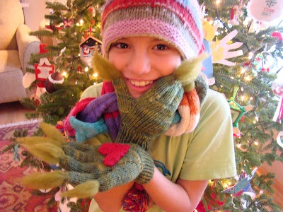 Knitted kids' gloves - might not have the grinch fingers, though!