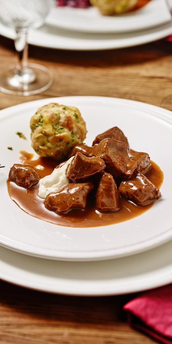 Lust auf richtig zartes Fleisch? Dann empfehlen wir dir ein gutes Hirschragout mit Quittengelee. Super Lecker!