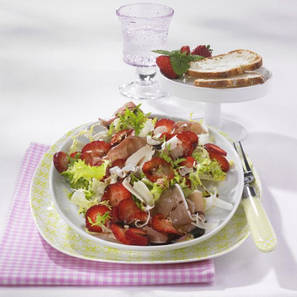 Unser beliebtes Rezept für Herzhafter Erdbeersalat mit Balsamico-Creme und mehr als 55.000 weitere kostenlose Rezepte auf LECKER.de.
