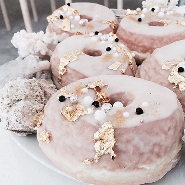 • YUM • Happy Friday via @thewhitefiles • #donuts #donut #donutday  #Regram via @onedaybridal