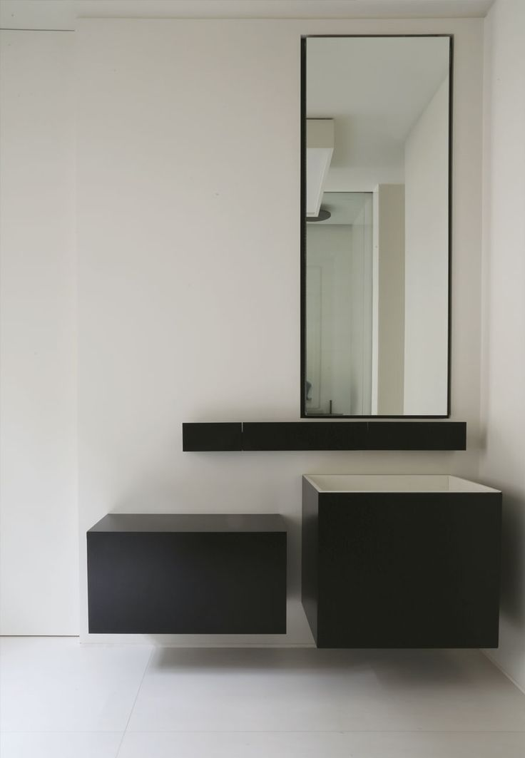 Projet sedillot Minimal bathroom in black and white.