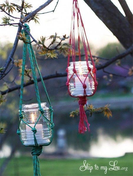 Сделайте Висячие Mason Jar Свеча держатель- использовать масона банки и нейлоновый шнур или конопли шпагат со свечой внутри: