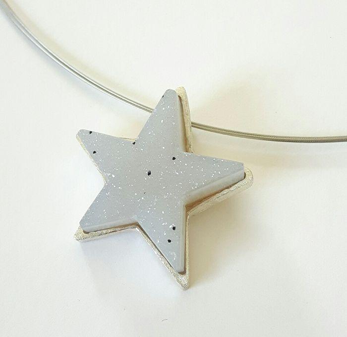 Ein Anhänger mit einem funkelnden Stern, geschliffen aus einem Achatkristall, gerahmt in 925/- Silber.  #Achat #Kristall #Silber #Anh#nger