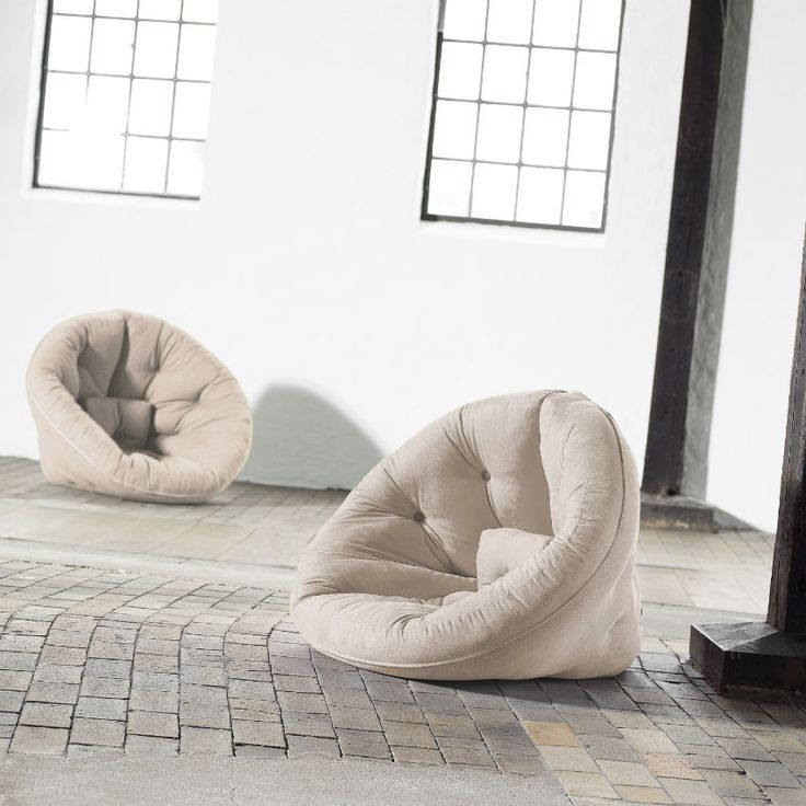 #Poltrona #Letto #Futon NIDO di Karup.  Stacca le 4 cinghie in velcro sullo schienale e trasforma velocemente in un fantastico futon a mezzaluna. Colore futon Vision