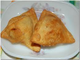 Gli spuntini onnipresenti in qualsiasi località indiana, buonissimi e speziatissimi, i samosa sono uno degli snackindiani più famosi ...