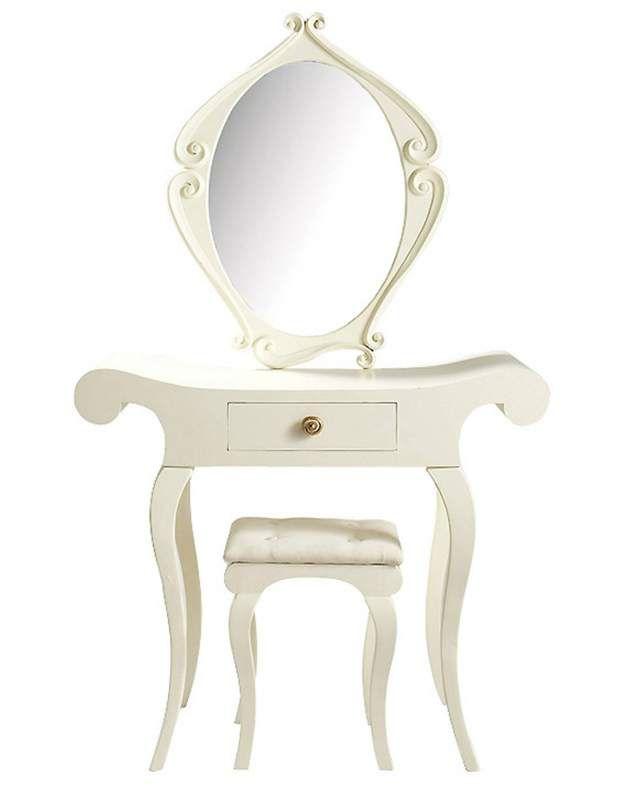 LibertineLibertine. Coiffeuse «Baroque» en contreplaqué, sapin et MDF, laquée ivoire, poignées dorées, L 90 x P 41 x H 150 cm.Maisons du Monde, 249 €.