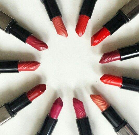 REVIDERM BOOST LIPSTICKS Όλα τα κραγιόν της σειράς εμπεριέχουν θρεπτικά στοιχεία βαμβακιού που βοηθούν στην ενυδάτωση και επούλωση των χειλιών!! #makeup #join_the_beauty #join_us #tsimiski72 #cosmetics_store #katerina_kalogiannidou #makeupart  www.revidermgreece.gr
