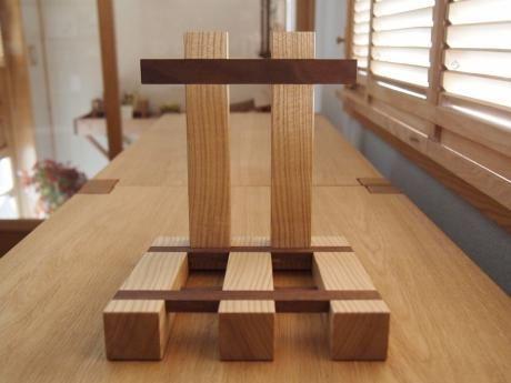 自立式本立て - 栗山町の木工家具ショップ、木の工房 mono moman(モノ モマン、monoman)